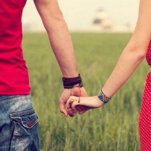 Сонник держаться за руку девушку