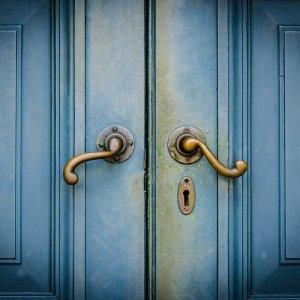 К чему снится закрывать дверь – сонник