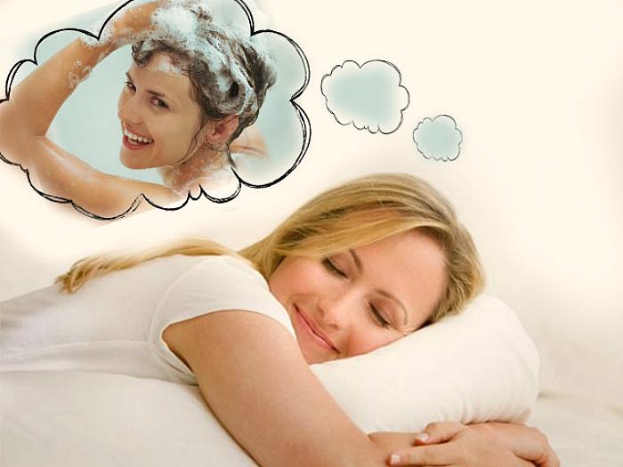 Мыть голову во сне: что означают такие сновидения?