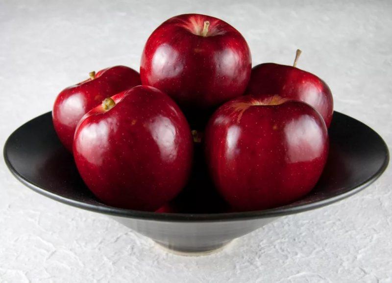 Видеть во сне красные яблоки: значение сновидения