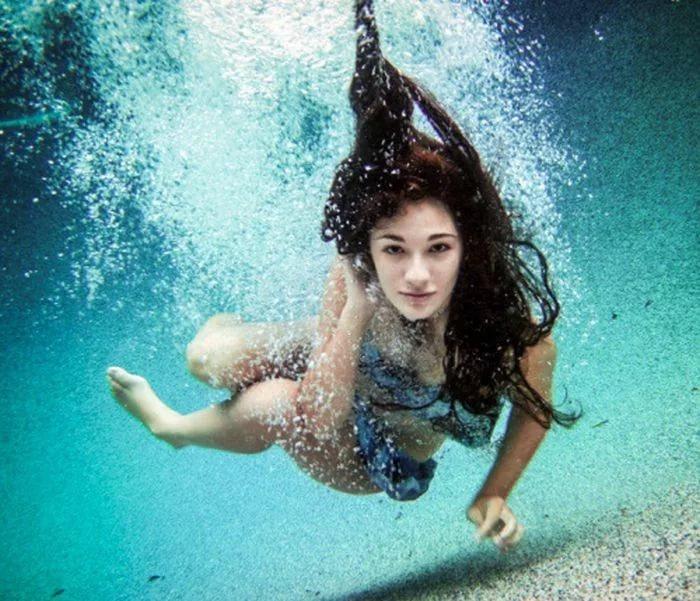 Как толкуют сонники плавание человека во сне
