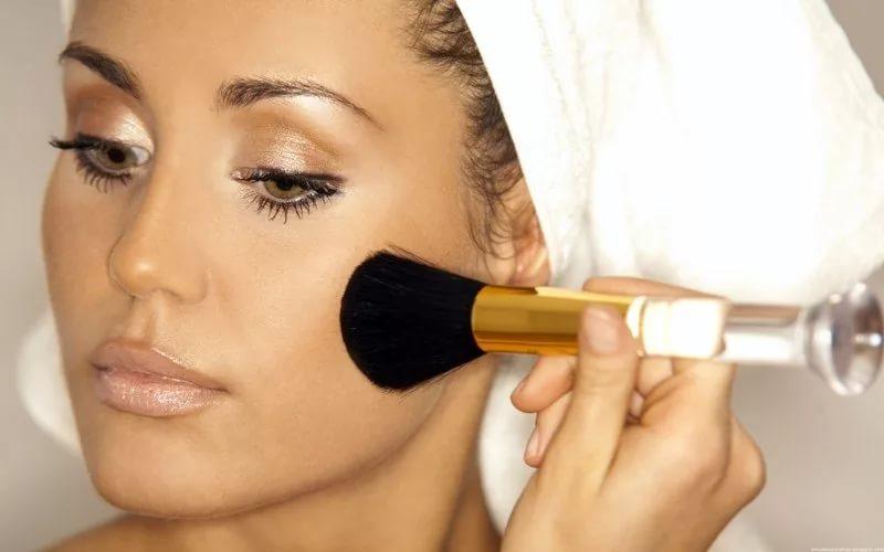 К чему снится делать макияж во сне, косметика: толкования