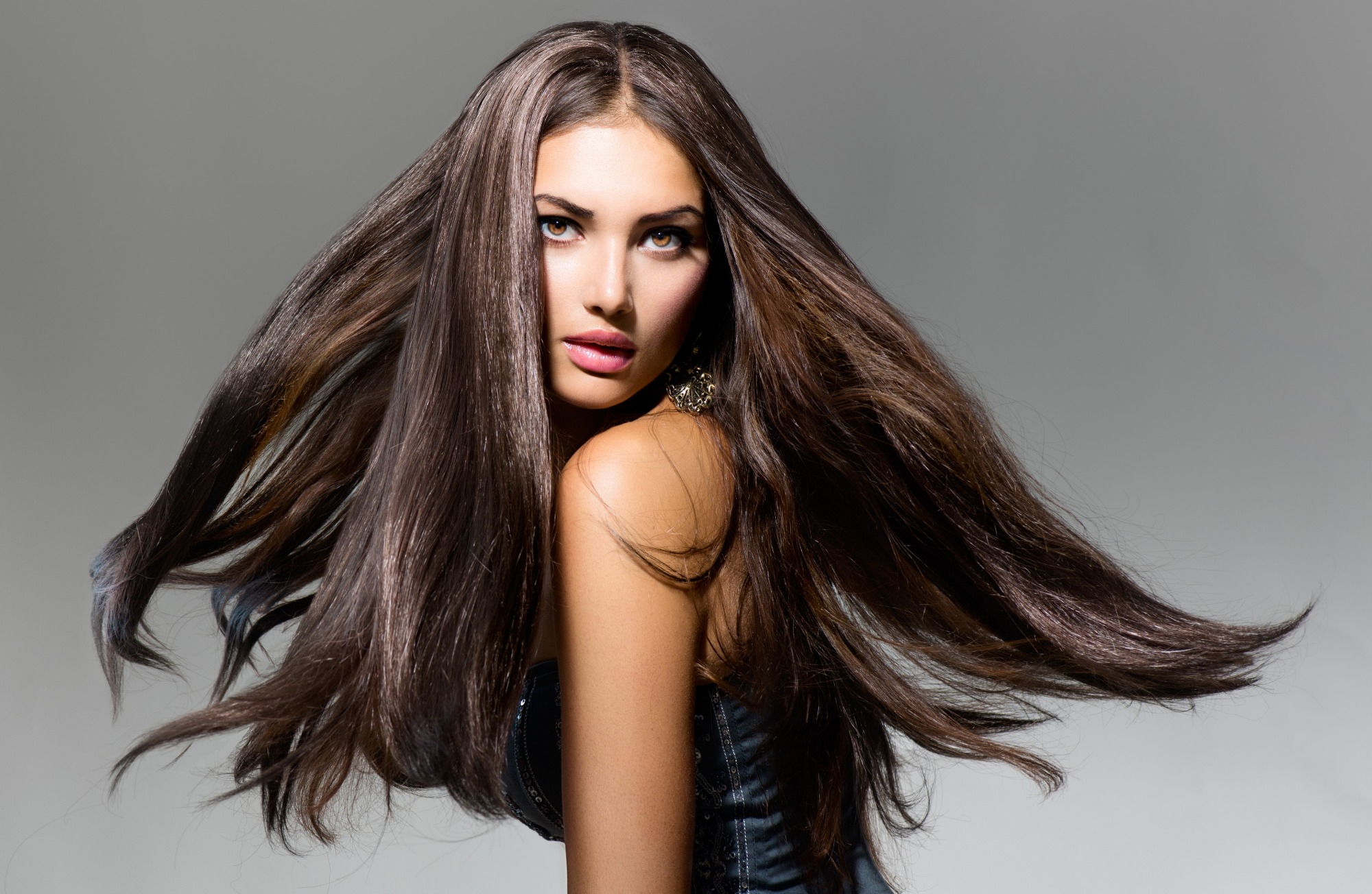 К чему снятся длинные волосы — толкование по сонникам