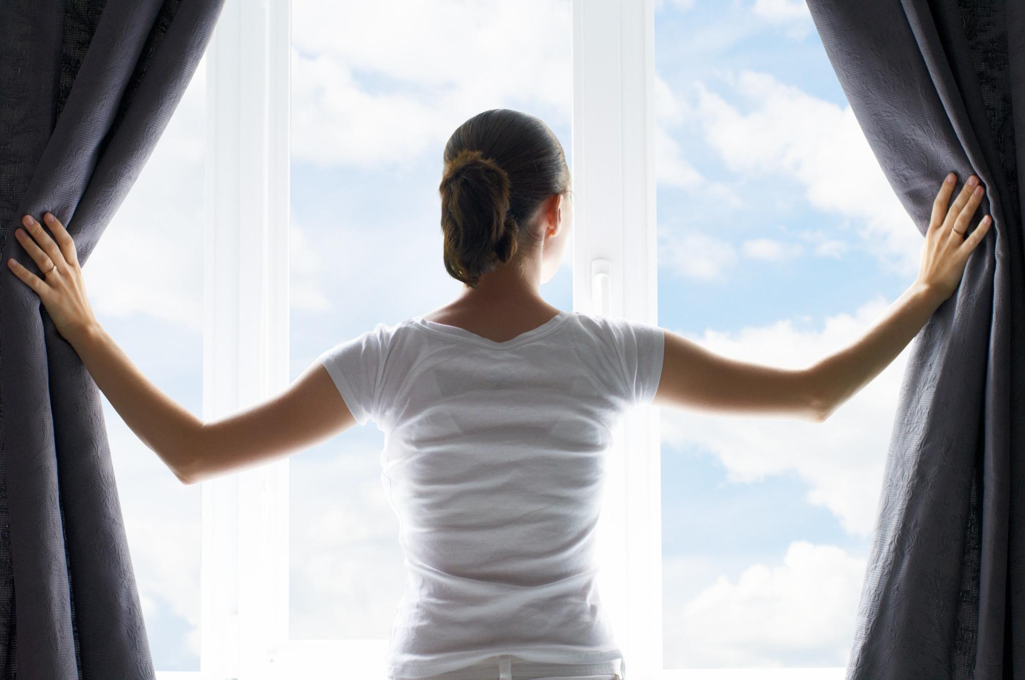К чему снятся шторы — толкование по сонникам