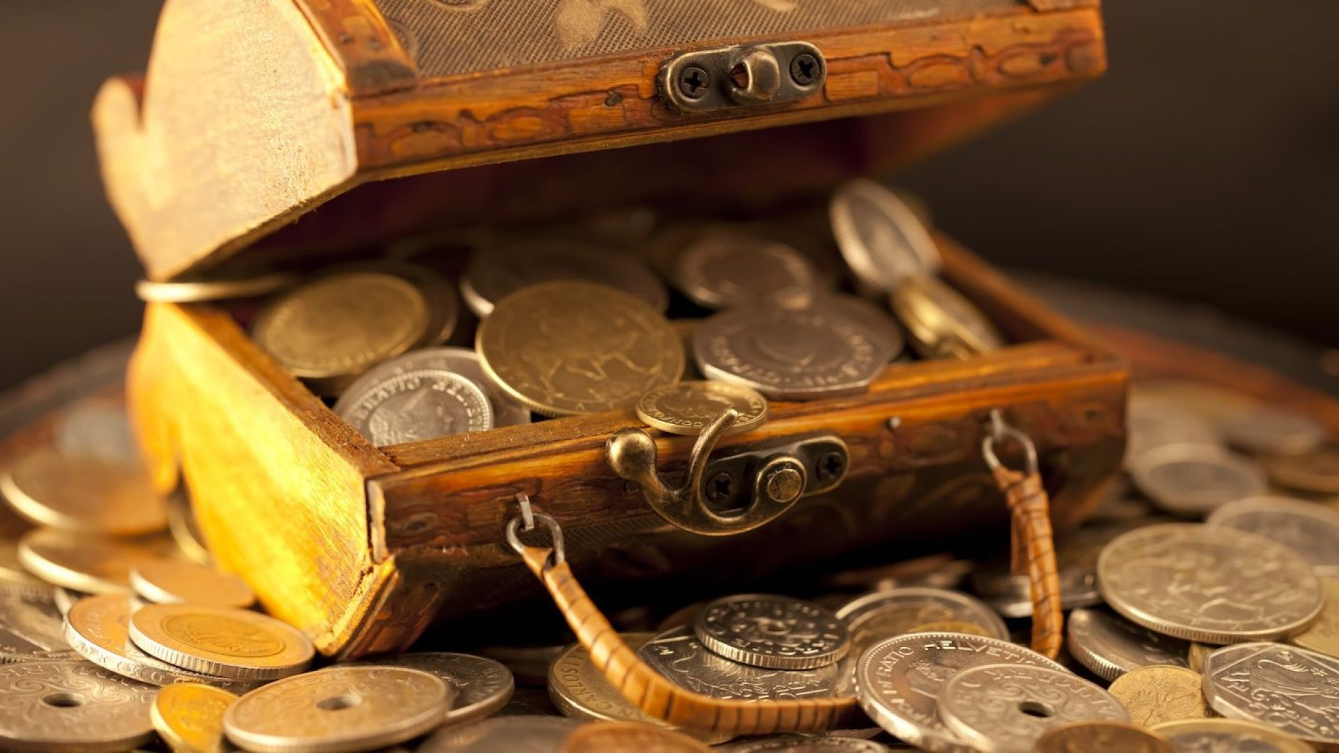 Самые эффективные молитвы и заговоры на привлечение денег и богатства
