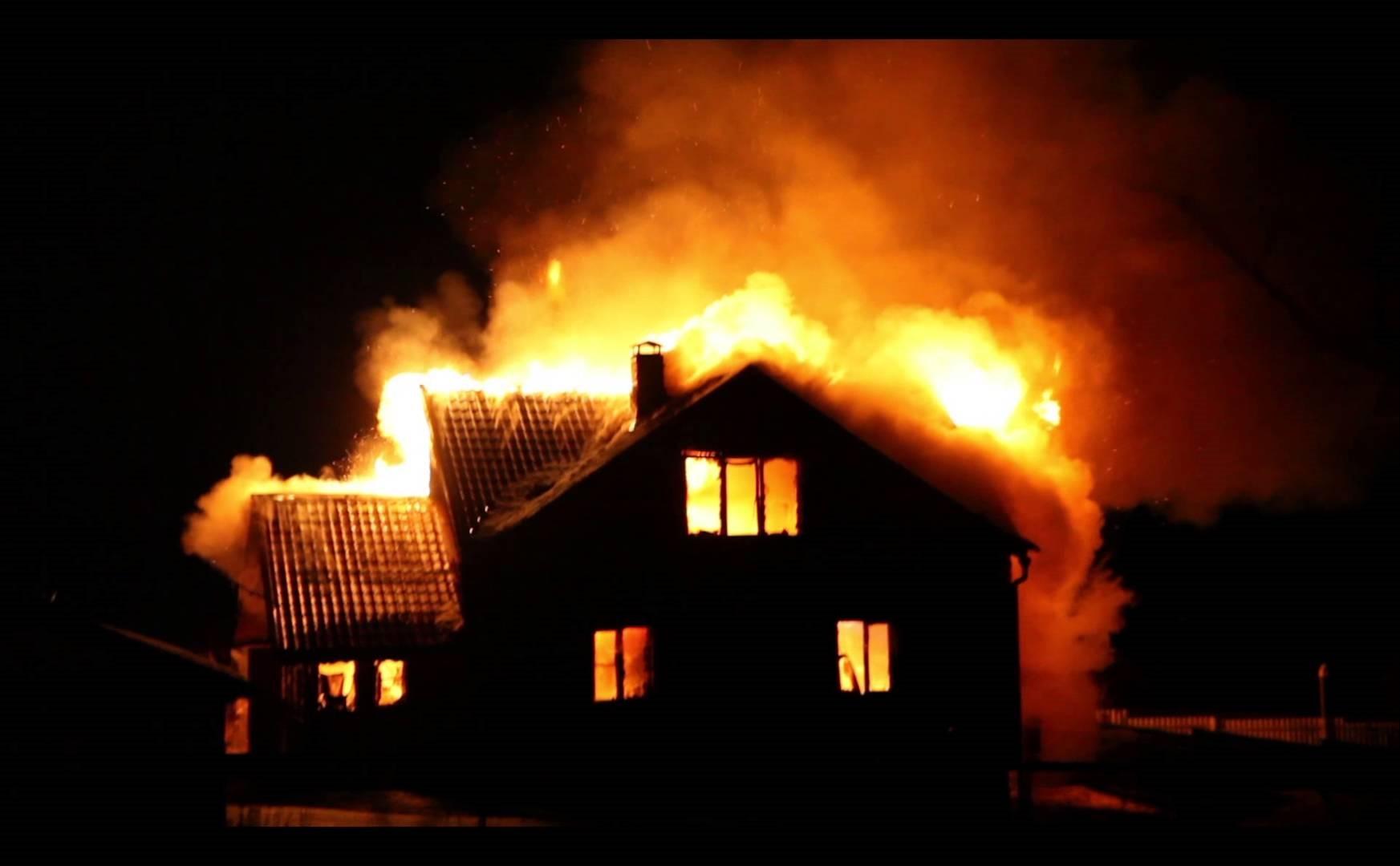 К чему снится горящий дом — подробное толкование сновидения