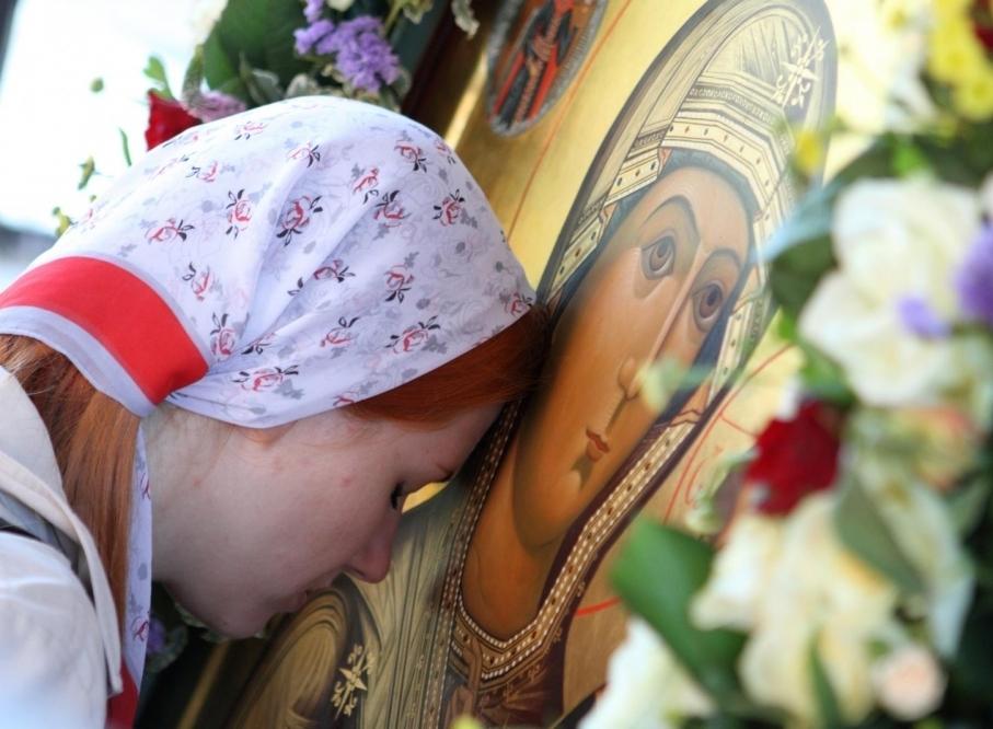 Молитва, помогающая встретить вторую половинку и обрести семейное счастье