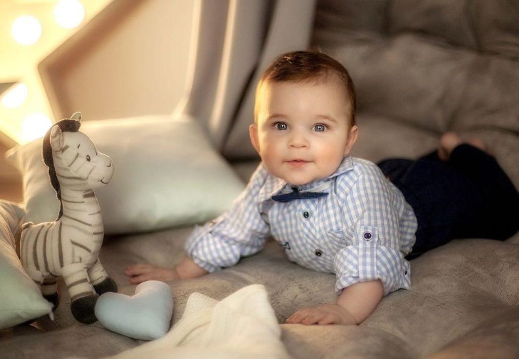 Красивый мальчик